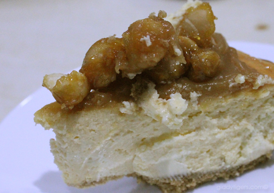 Caramel Macadamia Brittle Cheesecake | Giddy Tigers